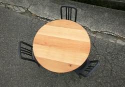 3本脚ラウンドテーブル